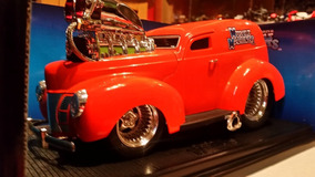 Miniatura Ford Sedan Delivery 1940 Muscle Machines 1/18