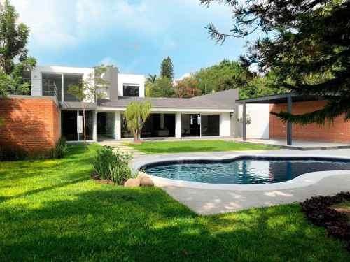 Residencia En Venta Con Alberca En Las Fuentes