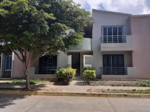 Zoraida Araujo Vende Town House En Los Guayos
