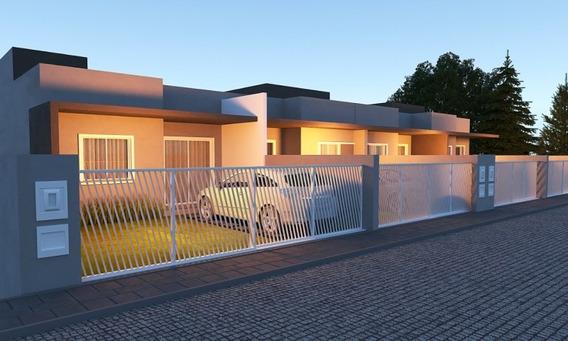 Excelente Casa Com Maravilhoso Espaço No Bairro Fortaleza, Contendo 2 Dormitórios, Sala, Cozinha, Área De Serviço, Banheiro E 2 Vagas De Garagem Lado A Lado. - 3578884