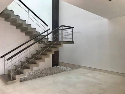 Renta Moderna Residencia En Campo Lago, Zapopan