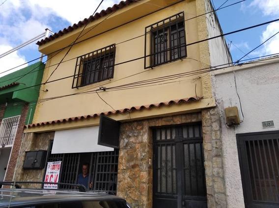 Casa En Venta Los Teques, Sector 4 Esquinas