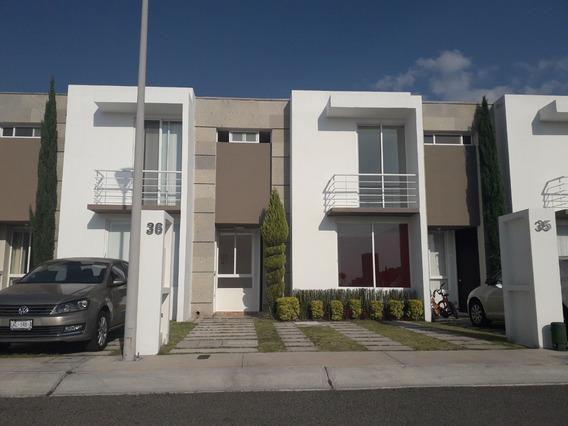 Casa Hermosa En Renta En Fracc. El Mirador, Querétaro.