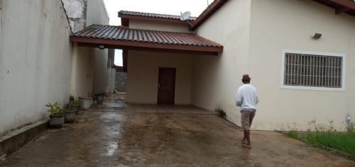 Imagem 1 de 14 de Casa Em Itanhaém Lado Praia 2,5 Km Do Mar 4 Vagas.