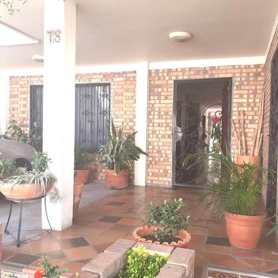 Hermosa Casa En Alquiler En Urbanismo Privado San Cristobal