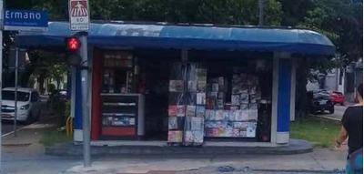 Banca De Jornal Na Lapa De Baixo