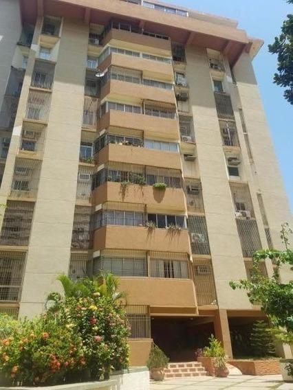 Verónica Ch. Vende Apartamento Av. Las Delicias Maracaibo