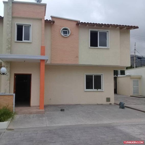 Townhouses En Venta 04265330106