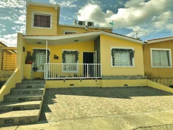 Casa En Venta En Norte De Barquisimeto #20-6011