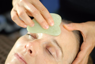 Masajeador Facial Piedra Guasha Jade Limpia Impurezas