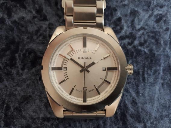 Relógio Masculino Original Diesel Prata Em Aço Fundo Branco