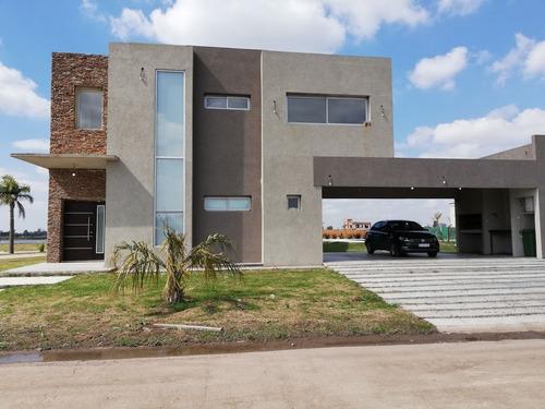 Casa 3 Dormitorios Con Pileta En Barrio Lagos De Canning