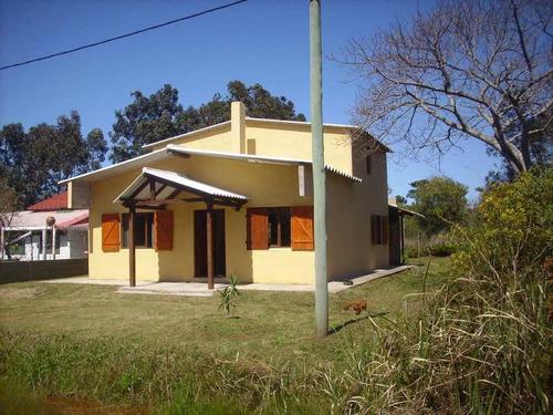 Confortable Casa En Aguas Dulces, Playa, 4 Dorm 2 Baños.