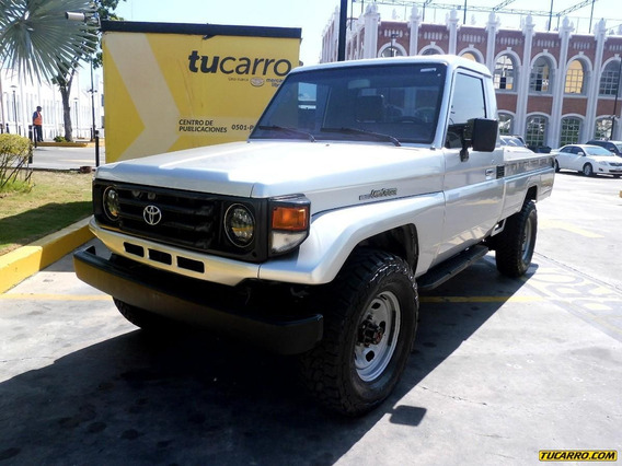 Toyota Macho Pick-up Rustico