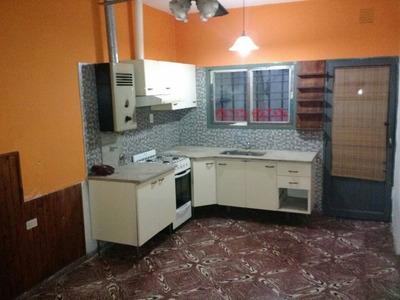 Alquilo Casa De 2 Dormitorios En Zona Norte De Rosario