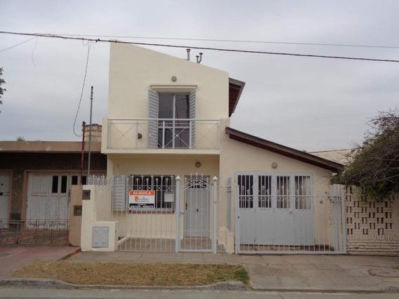B° Quebrada De Las Rosas - Excelente Casa De 2 Dormitorios Luminosa Con 2 Calefactores, Balcón Y Jardín