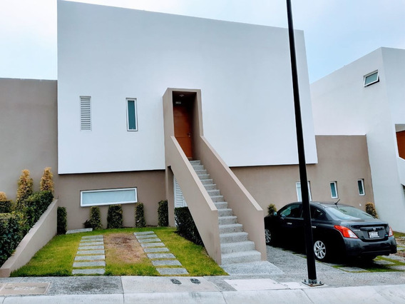 Se Renta Casa Con Terraza En Desarrollo Punta Esmeralda