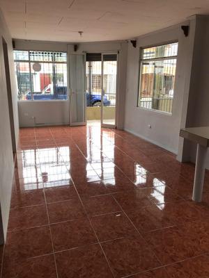 Apartamento Con Cochera Y Patio
