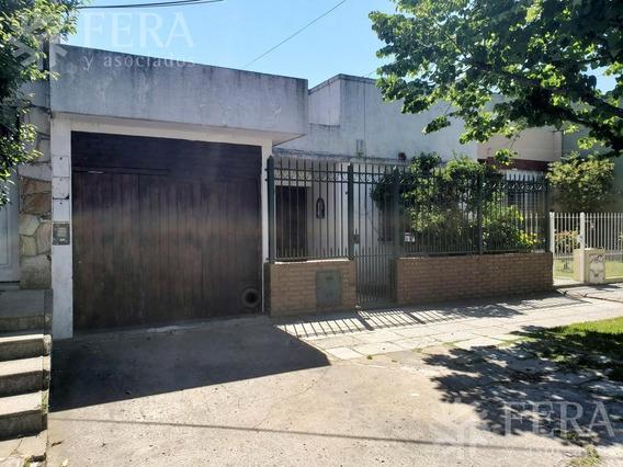 Venta De Casa Con 3 Ambientes Con Patio , Jardín Y Cochera En Wilde (25266)
