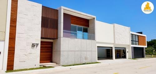 Se Vende Residencia Con Alberca En Palmas Green, Veracruz