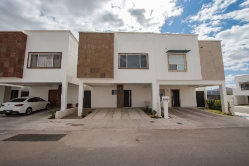 Hermosa Casa Amueblada Con Excelente Ubicación, A 3 Min Del Reliz.
