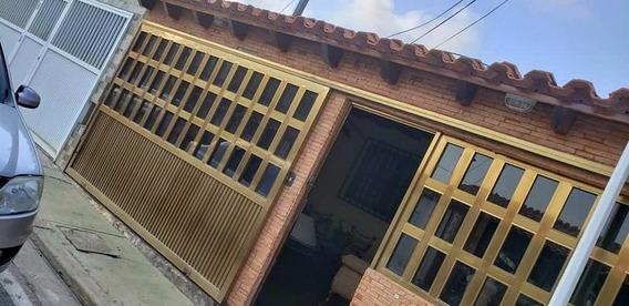 Casa En Alquiler Fijo. Urbanización La Arboleda