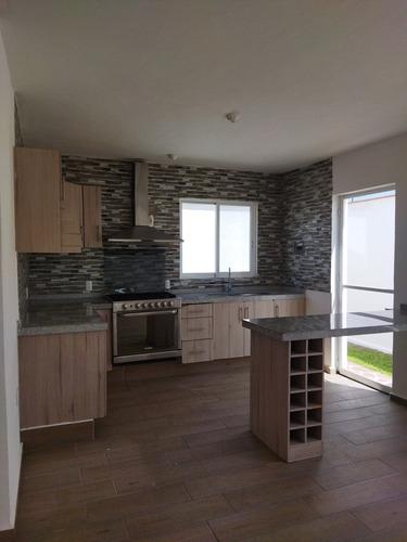 Imagen 1 de 9 de Residencia Dentro De Condominio Nuevo.