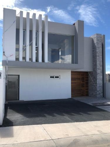 Renta De Casa Nueva En Lomas De Juriquilla