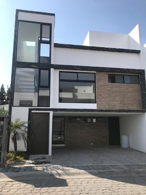 Moderna Casa Ubicada En Fraccionamiento Monteolivo, Puebla.