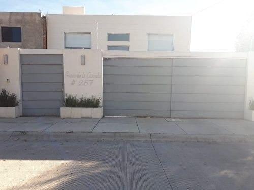 Residencia En Los Cantaros Residencial, Jardín, 3 Recamaras