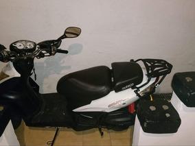 Moto Auteco Agility Naked Blanca