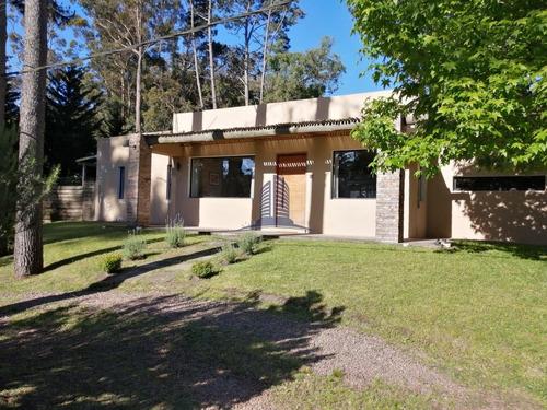 Hermosa Casa En Venta- Barrio Pinares - 3 Dormitorios. - Ref: 1326