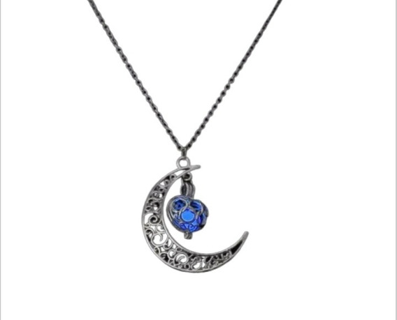 Hermoso Collar Con Dije De Luna Brillante En La Oscuridad.