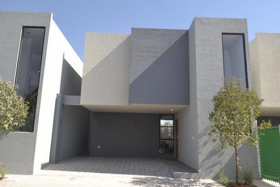 Casa En Venta En Zakia, El Marques, Rah-mx-20-671