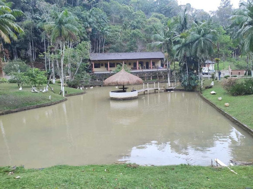 Imagem 1 de 14 de Juquitiba/completo/lagos/piscina/suítes/ac/permuta/ref:05283