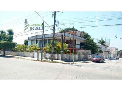 Renta Departamento 2 Habitaciones Colonia Ruiz Cortines Tuxpan Veracruz , Se Encuentra Ubicada En Esquina Sobre La Calle Cuauhtémoc, Se Puede Utilizar Como Oficinas, En Planta Alta, Sala, Comedor, Co
