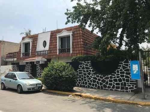 Casa En Venta En Valle De Los Pinos, 3 Rec., 3 B., Terraza