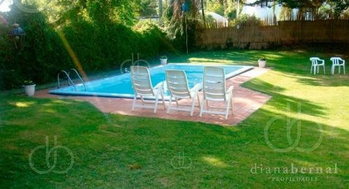 Punta Del Este, Mansa , Chalet De 4 Dormitorios Y Piscina- Ref: 43281