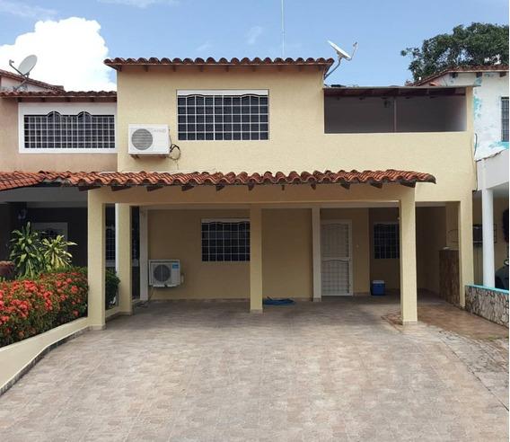 Se Vende Town House En La Urb. Los Portales