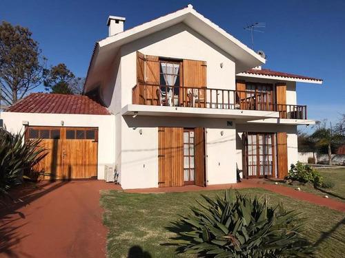 Casa - Punta Del Este. 4 Dormitorios. A Media Cuadra Del Mar