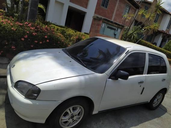 Toyota Starlet, Motor 1.3, 1998, Blanco 4 Puertas.