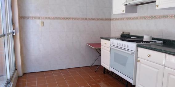 Casa Con 3 Recámaras Y 2 Baños. Amplia Sala Y Cocina A Un Ex