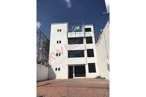 Edificio En Renta Frente A Plaza Sol