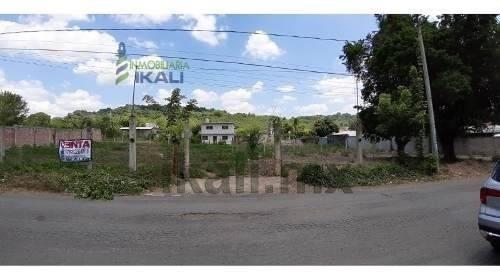 Venta Terreno 1,500 M² Carretera A La Bomba Tihuatlan Veracruz. El Terreno Se Encuentra En Forma De L, Y Tiene Una Superficie Útil De 1,500 M². Se Encuentra Ubicado A Un Costado Del Poblado Miguel Hi