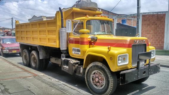 Volqueta Doble Troque Mack Y Cama Baja De 2 Ejes Bayona