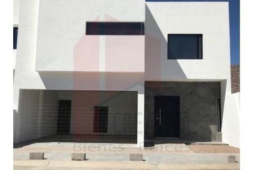 Casa En Venta, Fraccionamiento Valdivia, Chihuahua, Chihuahua