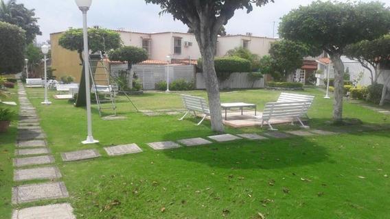 Casa En Venta En Barquisimeto 19-16092 Rb