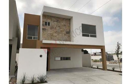 Casa En Venta En Ramos Arizpe Fraccionamiento Cerrado 3.5 Baños