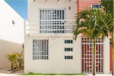 Casa En Venta. Residencial Palma Real. Puerto Morelos. 4 Recámaras, 3 Baños. Jardín. $2,300,000
