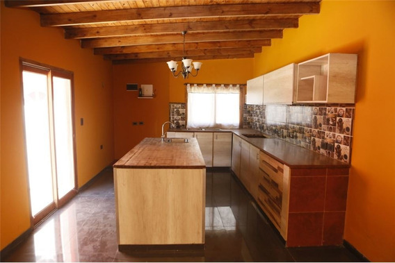 Casa De 2 Dormitorios En Venta En La Plata